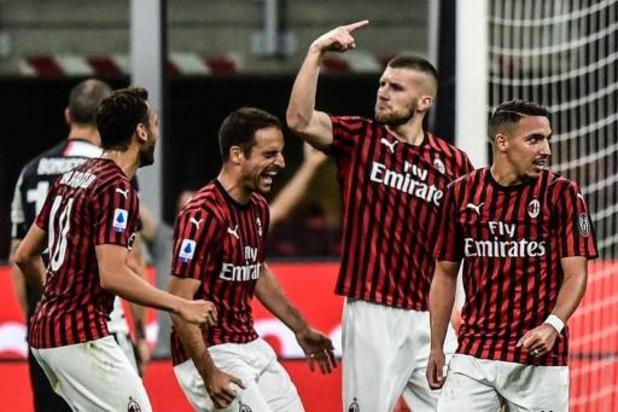 Belgen in het buitenland - AC Milaan zet in laatste halfuur 0-2 achterstand tegen koploper Juventus in 4-2 winst om