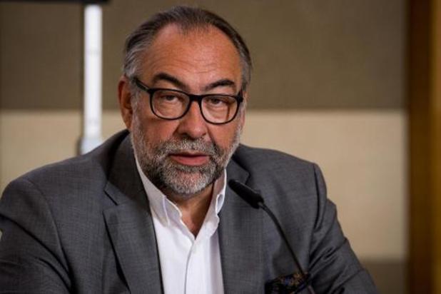 Descheemaecker raamt totale kost voor vergroening De Lijn op 3 miljard euro