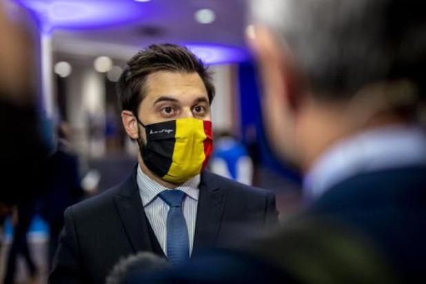"""La pension minimale sera revalorisée à """"1.580 euros bruts"""" d'ici 2024, insiste Bouchez"""