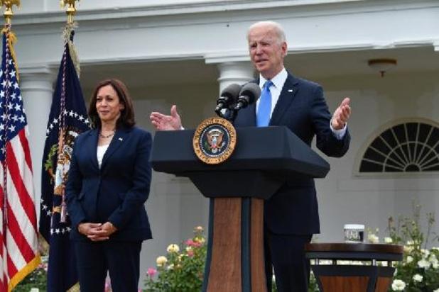 Biden en Harris geven belastingaangifte vrij
