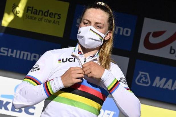 """Zoe Bäckstedt blinkt in regenboogtrui: """"Wereldtitel betekent heel veel voor mij"""""""