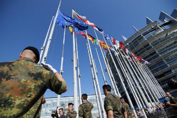 """L'Autriche rejoint l'Eurocorps comme """"nation associée"""" avant l'arrivée d'un chef belge"""