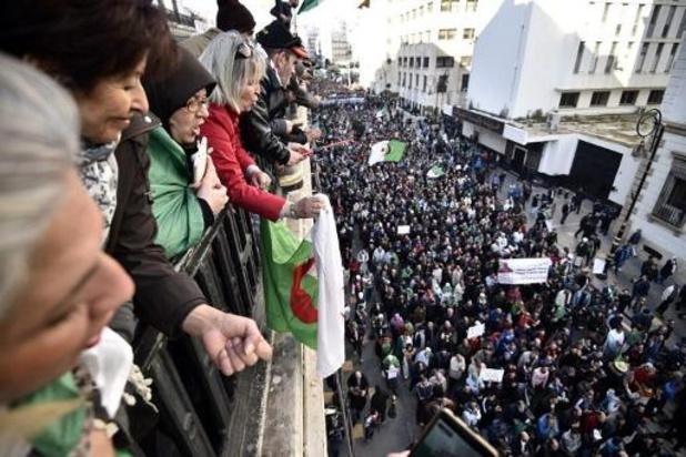Rassemblement massif à Alger au lendemain de l'annonce du nouveau gouvernement
