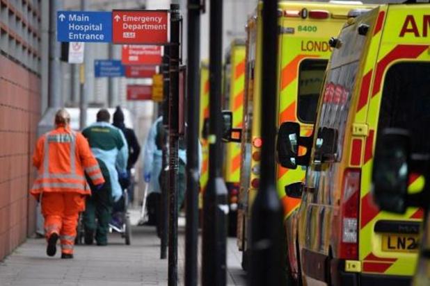 """Les hôpitaux menacés d'être """"submergés"""" à Londres"""