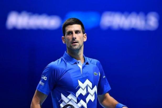 Djokovic se joue de Zverev et avance en demi-finales