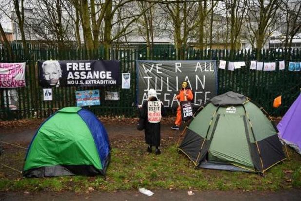 Protesten voor gerechtsgebouw waar hoorzitting Assange plaatsvindt