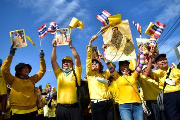 Thaïlande: des partisans royalistes organisent une manifestation de soutien à la monarchie