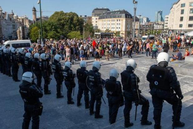 Betogers eisen aan Brussels stadhuis reactie op politiegeweld