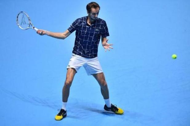 ATP Finals - Medvedev pakt scalp van Djokovic en plaatst zich voor halve finales