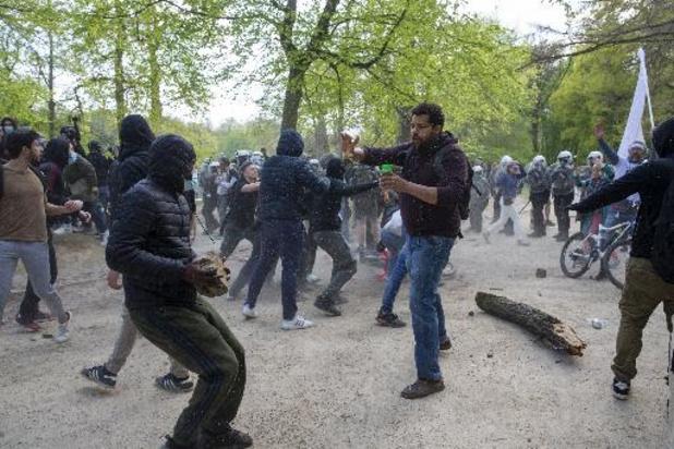Le bourgmestre de Bruxelles défend son action face à la Boum 2
