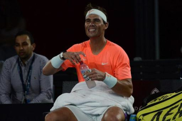 """Un Rafael Nadal """"toujours passionné"""" bat Dominic Thiem en exhibition à Adélaïde"""