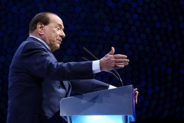 Ex-premier Italië Berlusconi in ziekenhuis met coronabesmetting