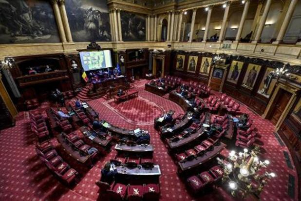 Senaat keurt begroting goed, maar ontsnapt niet aan debat over eigen rol