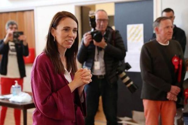 Verkiezingen Nieuw-Zeeland: Premier Ardern wint met grote voorsprong de verkiezingen (eerste resultaten)