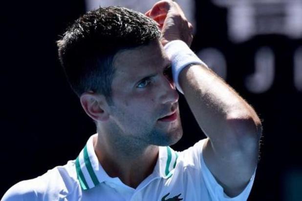 Novak Djokovic se hisse dans la douleur au troisième tour