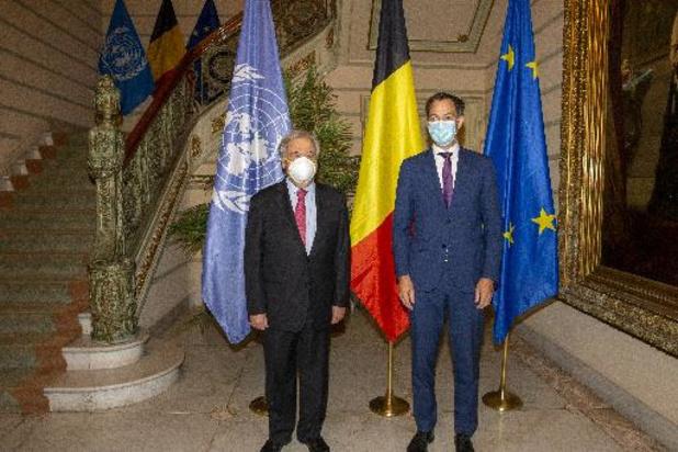 De passage en Belgique, le chef de l'Onu appelle à doubler la production de vaccins