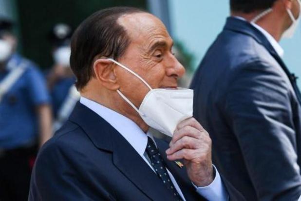 Berlusconi heeft ziekenhuis verlaten