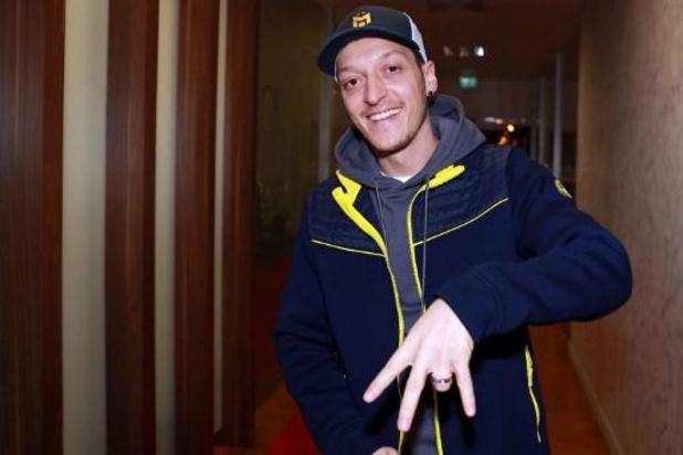 Fenerbahçe bevestigt komst Mesut Özil met contract voor 3,5 jaar