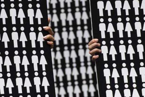 """Le Royaume-Uni """"à des générations"""" de l'égalité hommes-femmes"""