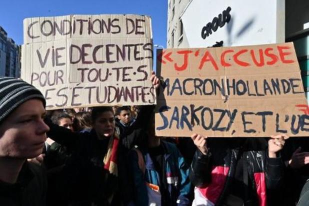 """Des syndicats étudiants français demandent une """"réévaluation urgente"""" des bourses"""