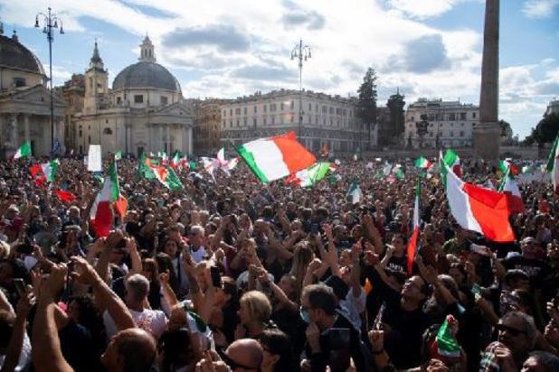 Coronavirus - Coronaprotest in Rome ontaardt in rellen