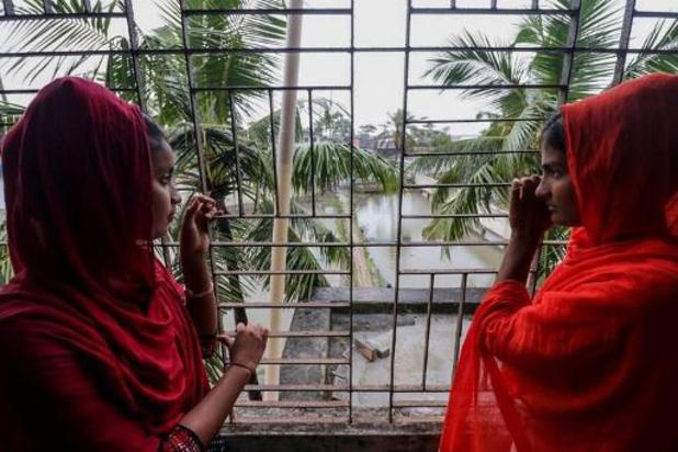 Le cyclone Bulbul atteint les côtes indiennes, le bilan passe à trois victimes