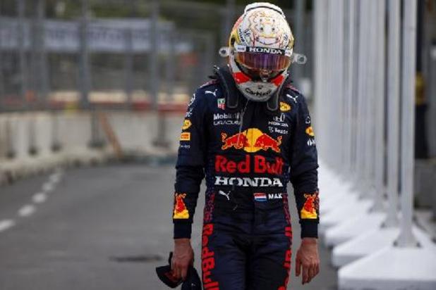 Verstappen valt uit met klapband maar Hamilton kan niet profiteren, zege voor Perez