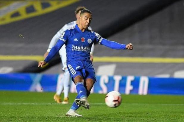 Belgen in het buitenland - Tielemans houdt met twee doelpunten Leicester City in het spoor van Liverpool