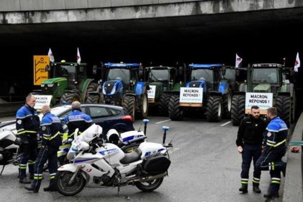 Boze boeren blokkeren deel van ring van Parijs