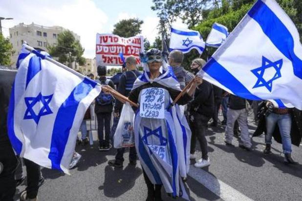 """Israël: Netanyahu dit se présenter la """"tête haute"""" à son procès pour corruption"""