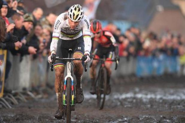 Mathieu van der Poel wint Azencross, Van Aert 5e bij rentree