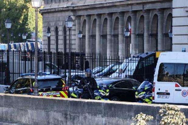 Procès attentats de Paris : les accusés entrent dans le box, Salah Abdeslam présent
