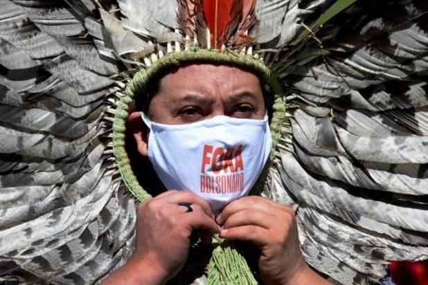Le président brésilien Bolsonaro empêche des aides médicales pour les indigènes