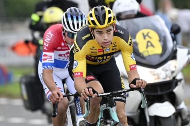 Mathieu Van der Poel klopt Wout van Aert in millimetersprint na titanenduel