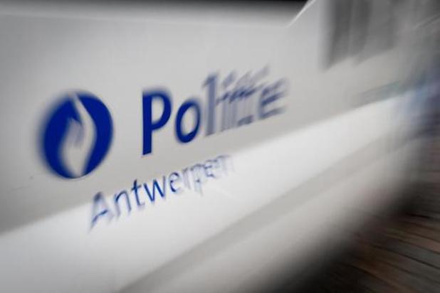 80 flessen lachgas in beslag genomen bij verkeerscontrole in Antwerpen