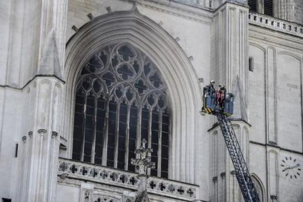 """France: le feu de la cathédrale de Nantes """"circonscrit"""", le grand orgue touché"""