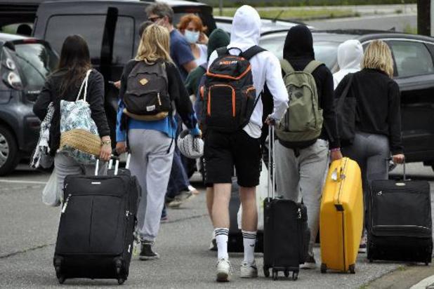 Bussen met besmette jongeren uit Spanje aangekomen in Kontich