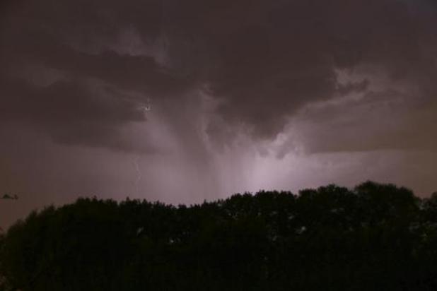 KMI waarschuwt voor zware onweersbuien