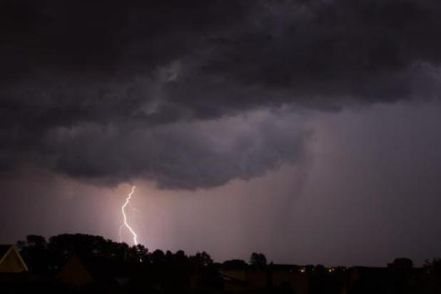 """L'IRM lance un avertissement """"orage"""": des cumuls de 10 à 30 litres/m2 possibles en 1h"""