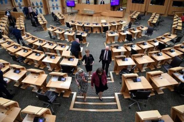 """Coronavirus - Une députée écossaise """"indéfendable"""" après s'être rendue à Westminster bien que malade"""