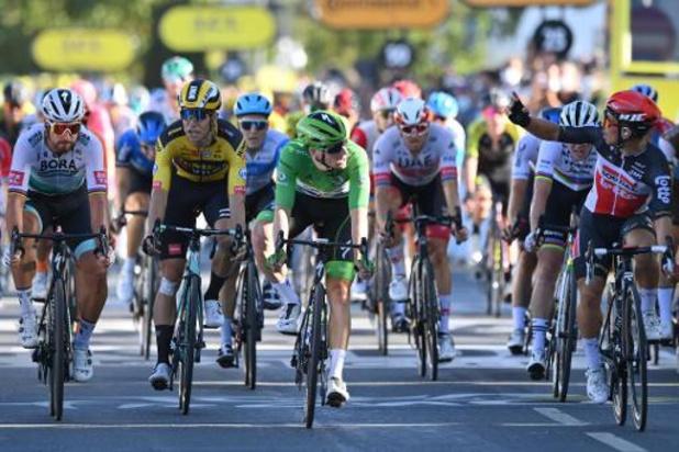 Schouderduw aan Van Aert kost Sagan tweede plaats en kostbare punten voor groen