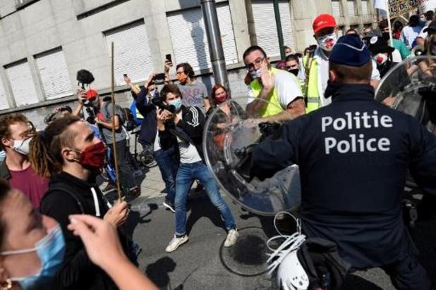 Politievakbond VSOA kaart geweld tegen politie aan met nieuwe campagne