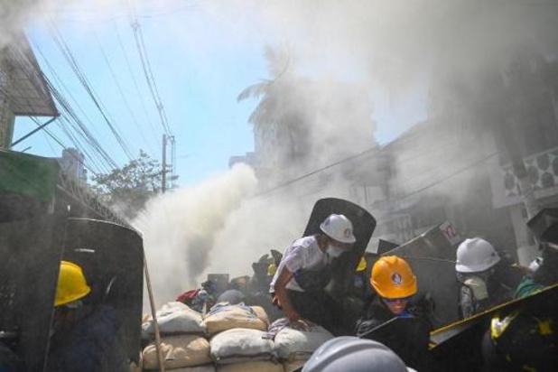 VN bezorgd omtrent 200 omsingelde betogers in Yangon