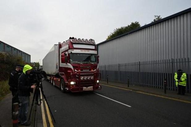 Dertien verdachten opgepakt bij huiszoekingen in zaak van 39 doden in vrachtwagen Essex