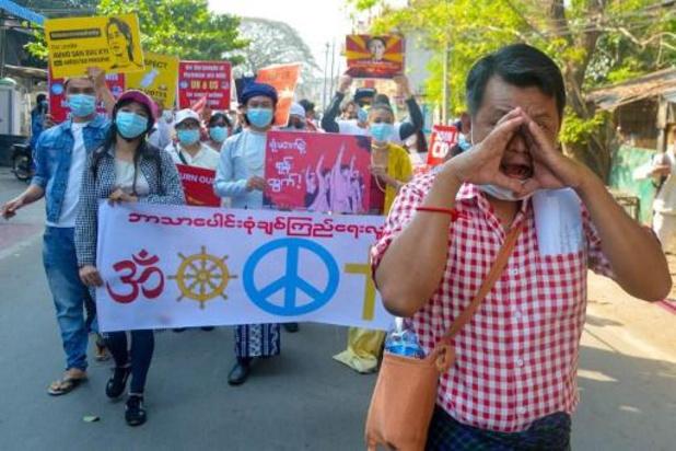 Birmanie: des milliers de manifestants bravent les menaces de la junte