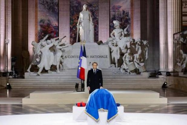 """Macron célébre """"le courage français"""" avec l'entrée de Genevoix au Panthéon"""
