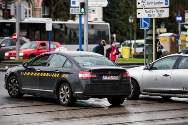 """Le secteur des taxis """"très violemment"""" touché"""
