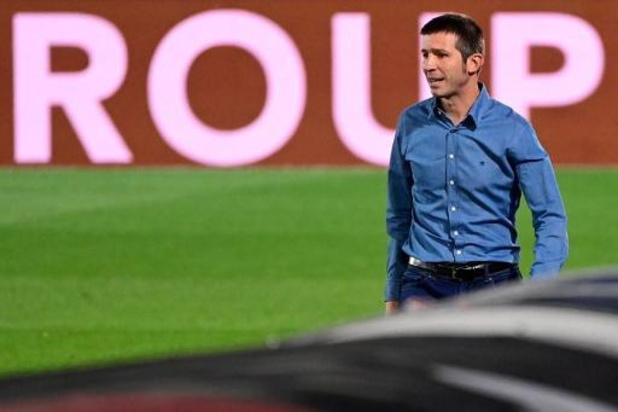 La Liga - Valencia zet coach Albert Celades aan de deur