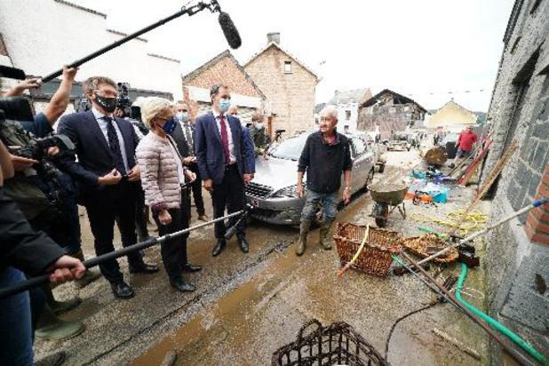 Premier Alexander De Croo ziet schade in Rochefort met eigen ogen