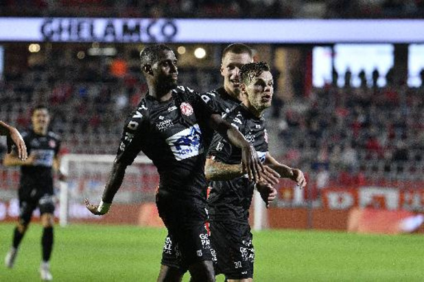 Jupiler Pro League - KV Kortrijk is alleen koploper na krappe zege tegen rode lantaarn Antwerp